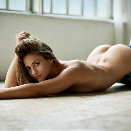 Akt am Boden, Model Jolina Marijan